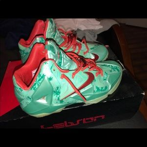 "LeBron 11 ""Christmas"" edition"